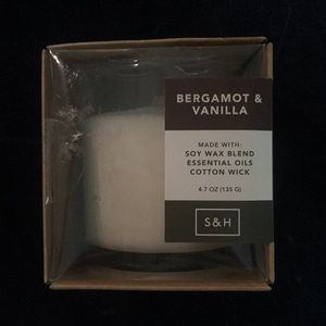 Smith & Hawken Candle Bergamot & Vanilla NEW